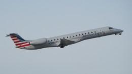 Cassiopeia737さんが、オタワ・マクドナルド・カルティエ国際空港で撮影したアメリカン・イーグル ERJ-145LRの航空フォト(飛行機 写真・画像)