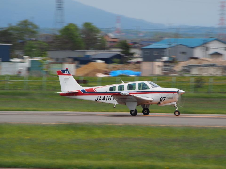 ここはどこ?さんの日本法人所有 Beechcraft 36 Bonanza (JA4167) 航空フォト