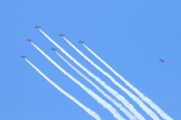 ceskykrumlovさんが、東京都大田区で撮影した航空自衛隊 T-4の航空フォト(飛行機 写真・画像)