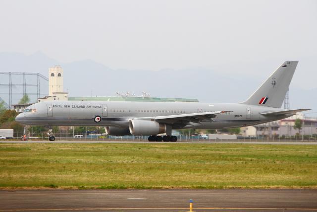 AkilaYさんが、横田基地で撮影したニュージーランド空軍 757-2K2の航空フォト(飛行機 写真・画像)