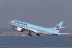 KAZFLYERさんが、羽田空港で撮影した大韓航空 777-2B5/ERの航空フォト(飛行機 写真・画像)