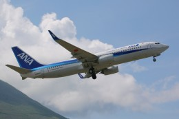 じーのさんさんが、八丈島空港で撮影した全日空 737-8ALの航空フォト(飛行機 写真・画像)