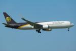 Tomo-Papaさんが、成田国際空港で撮影したUPS航空 767-34AF/ERの航空フォト(飛行機 写真・画像)