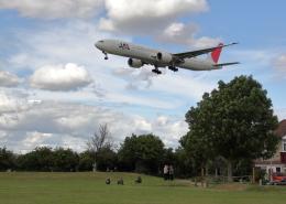tuckerさんが、ロンドン・ヒースロー空港で撮影した日本航空 777-346/ERの航空フォト(飛行機 写真・画像)