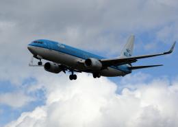 tuckerさんが、ロンドン・ヒースロー空港で撮影したKLMオランダ航空 737-8K2の航空フォト(飛行機 写真・画像)