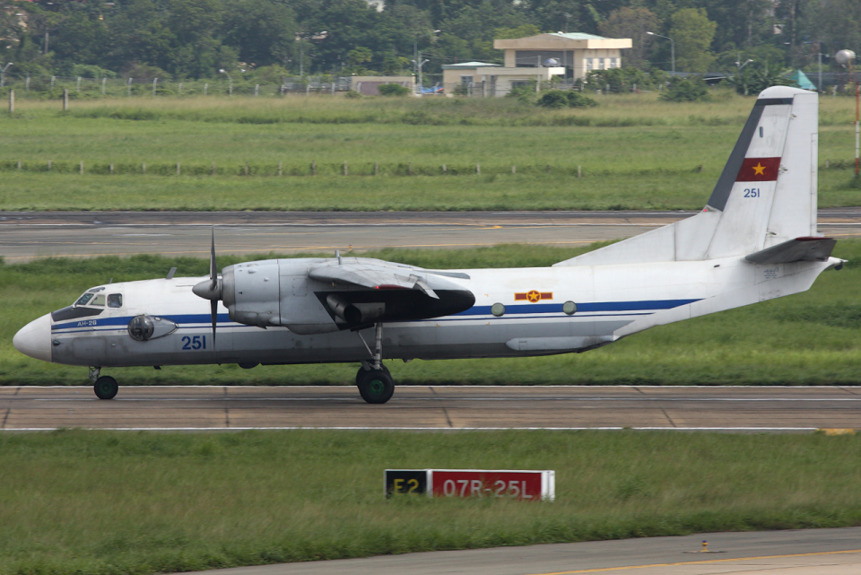 Hariboさんのベトナム人民空軍 Antonov An-26 (251) 航空フォト