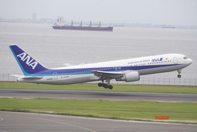 いとちゃんさんが、羽田空港で撮影した全日空 767-381/ERの航空フォト(飛行機 写真・画像)