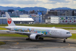 rokko2000さんが、福岡空港で撮影した日本航空 777-246の航空フォト(飛行機 写真・画像)
