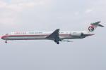 Hariboさんが、上海虹橋国際空港で撮影した中国東方航空 MD-90-30の航空フォト(飛行機 写真・画像)