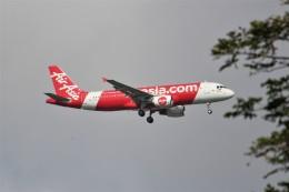 OMAさんが、シンガポール・チャンギ国際空港で撮影したエアアジア A320-214の航空フォト(飛行機 写真・画像)