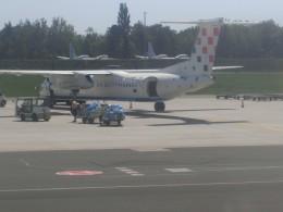 ヒロリンさんが、ザグレブ空港で撮影したクロアチア航空 DHC-8-402Q Dash 8の航空フォト(飛行機 写真・画像)