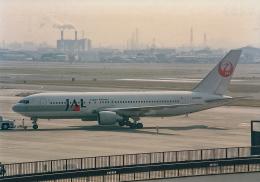rokko2000さんが、伊丹空港で撮影した日本航空 767-246の航空フォト(飛行機 写真・画像)