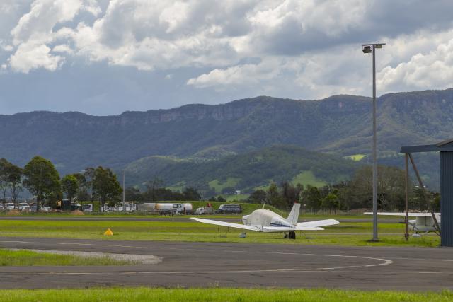 mameshibaさんが、イラワラ・リージョナル空港で撮影したPrivate PA-28-180 Cherokee Archerの航空フォト(飛行機 写真・画像)