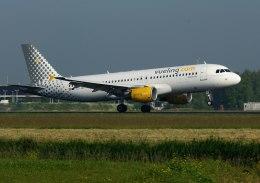 パール大山さんが、アムステルダム・スキポール国際空港で撮影したブエリング航空 A320-214の航空フォト(飛行機 写真・画像)