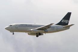 Airliners Freakさんが、バンクーバー国際空港で撮影したジップ・エア 737-217/Advの航空フォト(飛行機 写真・画像)