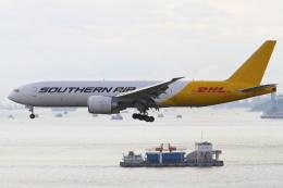 安芸あすかさんが、香港国際空港で撮影したサザン・エア 777-FZBの航空フォト(飛行機 写真・画像)