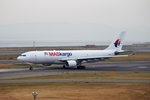T.Sazenさんが、関西国際空港で撮影したマレーシア航空 A330-223Fの航空フォト(飛行機 写真・画像)