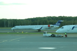 kahluamilkさんが、ヘルシンキ空港で撮影したスカンジナビア航空 CL-600-2D24 Regional Jet CRJ-900LRの航空フォト(飛行機 写真・画像)