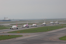Rsaさんが、関西国際空港で撮影した深圳航空 A320-214の航空フォト(飛行機 写真・画像)