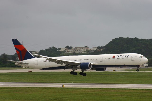 Mr.boneさんが、嘉手納飛行場で撮影したデルタ航空 767-432/ERの航空フォト(飛行機 写真・画像)
