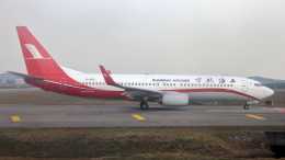 誘喜さんが、クアラルンプール国際空港で撮影した上海航空 737-86Dの航空フォト(飛行機 写真・画像)