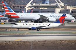 masa707さんが、ロサンゼルス国際空港で撮影したコンパス航空 ERJ-170-200 LR (ERJ-175LR)の航空フォト(飛行機 写真・画像)