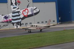 kahluamilkさんが、タリン空港で撮影したフィンランド企業所有 PA-32R-301 Saratoga SPの航空フォト(飛行機 写真・画像)