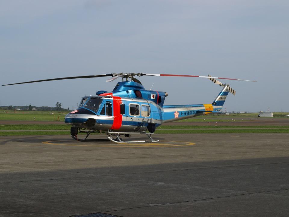 ここはどこ?さんの北海道警察 Bell 412 (JA6772) 航空フォト