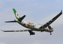 コニタンよっちゃんさんが、台北松山空港で撮影したエバー航空 A330-302Xの航空フォト(飛行機 写真・画像)