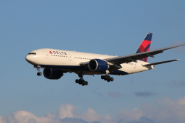 kahluamilkさんが、成田国際空港で撮影したデルタ航空 777-232/LRの航空フォト(飛行機 写真・画像)
