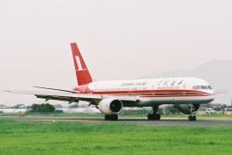 よんまるさんが、出雲空港で撮影した上海航空 757-26Dの航空フォト(飛行機 写真・画像)