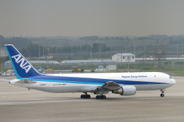 senyoさんが、成田国際空港で撮影した全日空 767-381Fの航空フォト(飛行機 写真・画像)