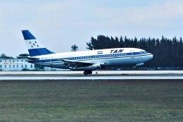 パール大山さんが、マイアミ国際空港で撮影したタン・ホンジュラス 737-2A3の航空フォト(飛行機 写真・画像)