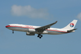 NIKEさんが、シンガポール・チャンギ国際空港で撮影した中国東方航空 A330-243の航空フォト(飛行機 写真・画像)