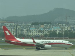 walker2000さんが、大連周水子国際空港で撮影した上海航空 737-86Dの航空フォト(飛行機 写真・画像)