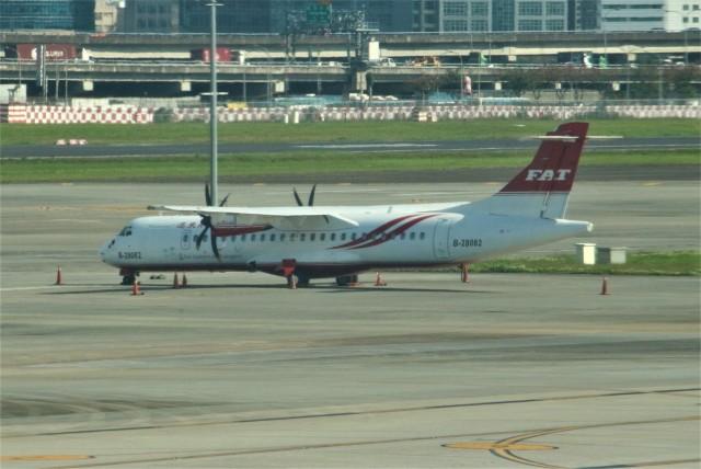 OMAさんが、台北松山空港で撮影した遠東航空 ATR-72-600の航空フォト(飛行機 写真・画像)