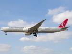 Mame @ TYOさんが、ロンドン・ヒースロー空港で撮影したターキッシュ・エアラインズ 777-3F2/ERの航空フォト(飛行機 写真・画像)