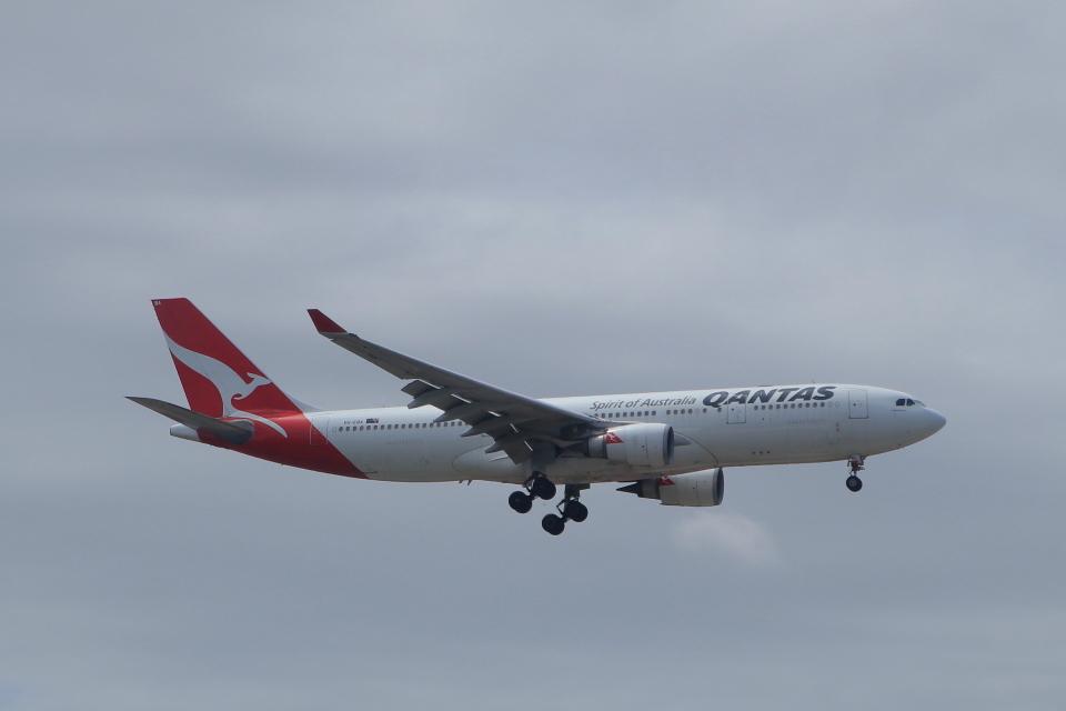 しかばねさんのカンタス航空 Airbus A330-200 (VH-EBA) 航空フォト