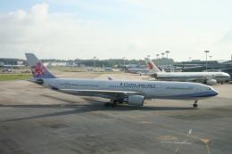 NIKEさんが、シンガポール・チャンギ国際空港で撮影したチャイナエアライン A330-302の航空フォト(飛行機 写真・画像)