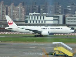 walker2000さんが、台北松山空港で撮影した日本航空 777-246/ERの航空フォト(飛行機 写真・画像)