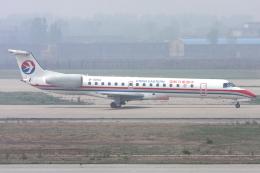 Hariboさんが、太原武宿空港で撮影した中国東方航空 ERJ-145LIの航空フォト(飛行機 写真・画像)