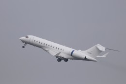 KAZFLYERさんが、羽田空港で撮影したPrivate(Canada) BD-700-1A10 Global 6000の航空フォト(飛行機 写真・画像)