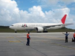 南国の防人さんが、アントニオ・B・ウォン・パット国際空港で撮影した日本航空 777-246/ERの航空フォト(飛行機 写真・画像)