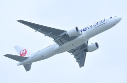 M.Tさんが、那覇空港で撮影した日本航空 777-246/ERの航空フォト(飛行機 写真・画像)