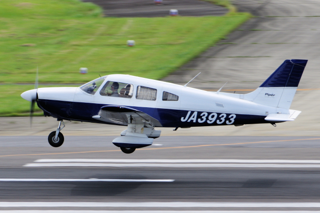yabyanさんが、名古屋飛行場で撮影した日本個人所有 PA-28-181 Archer IIの航空フォト(飛行機 写真・画像)