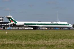 Hariboさんが、アムステルダム・スキポール国際空港で撮影したアリタリア航空 MD-82 (DC-9-82)の航空フォト(飛行機 写真・画像)