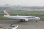武田菱さんが、羽田空港で撮影した日本航空 777-246の航空フォト(飛行機 写真・画像)