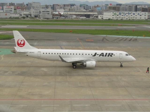 commet7575さんが、福岡空港で撮影したジェイ・エア ERJ-190-100(ERJ-190STD)の航空フォト(飛行機 写真・画像)