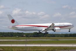 黄色の168さんが、千歳基地で撮影した航空自衛隊 777-3SB/ERの航空フォト(飛行機 写真・画像)