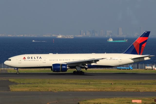 Hiro-hiroさんが、羽田空港で撮影したデルタ航空 777-232/ERの航空フォト(飛行機 写真・画像)